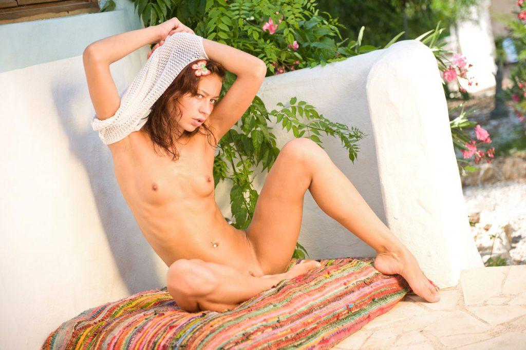 natasha-shy-stripping